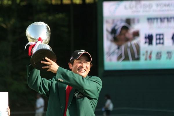 熱戦の末、増田伸洋がツアー初優勝を飾る!