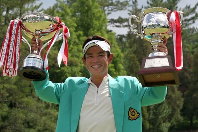 2006年 ウッドワンオープン広島ゴルフトーナメント 最終日 平塚哲二 追い上げる片山晋呉を最終ホールのバーディで振りきり3勝目を果たした平塚哲二
