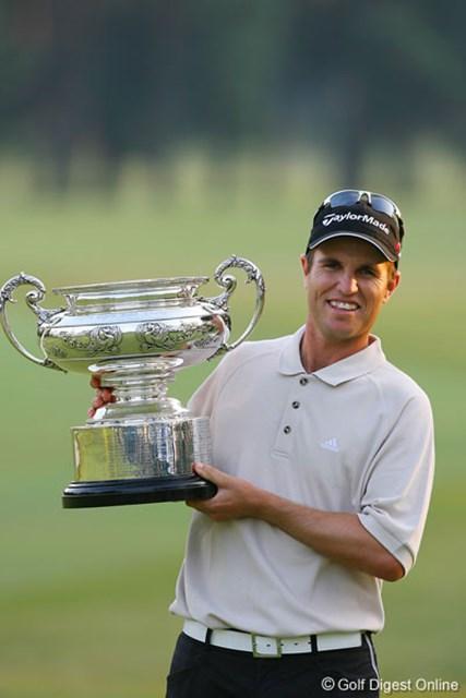 安定したゴルフで2位に3打差をつけ優勝を飾ったポール・シーハン