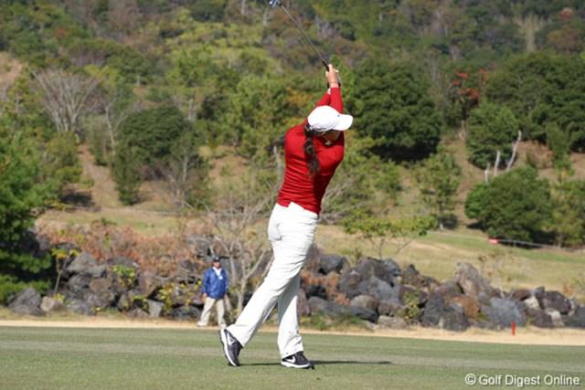2006年 カシオワールドオープンゴルフトーナメント 2日目 ミッシェル・ウィ アイアンショットでは体が前方に突っ込むシーンが多かったミッシェル・ウィ