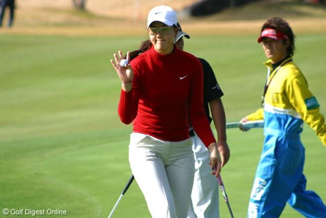 2006年 カシオワールドオープンゴルフトーナメント 2日目 ミッシェル・ウィ 12番では崖下からリカバリーし、ナイスパーのミッシェル・ウィ