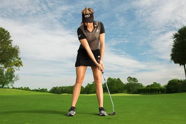 パターヘッドを低く維持する(Dom Furore/米ゴルフダイジェスト誌)