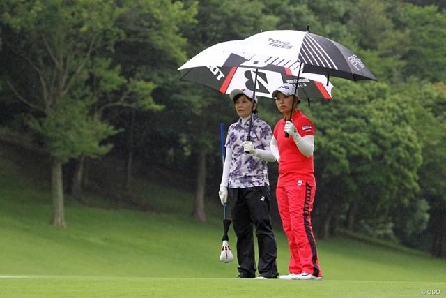 2018年 アース・モンダミンカップ 事前 茂木宏美 比嘉真美子 自身初のアマチュア枠でプロアマトーナメントに出場した茂木宏美(左)と比嘉真美子
