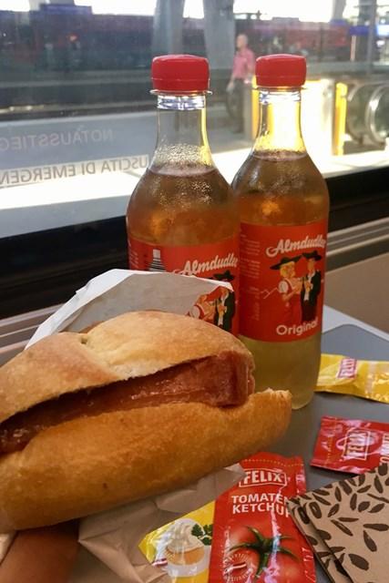 オーストリアの駅の売店で買えるランチ。電車の中ではずっとコレを食べてました