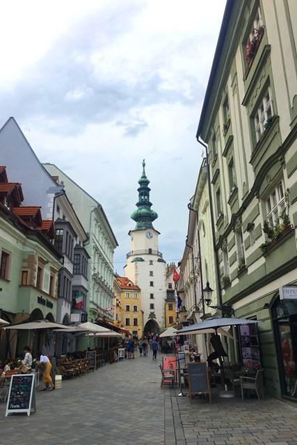 レトロでコンパクトなスロバキア・ブラチスラバの街並み