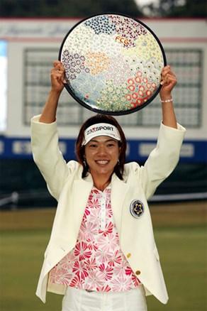 プレーオフの末、大山志保が飯島茜を下して4勝目を飾る!