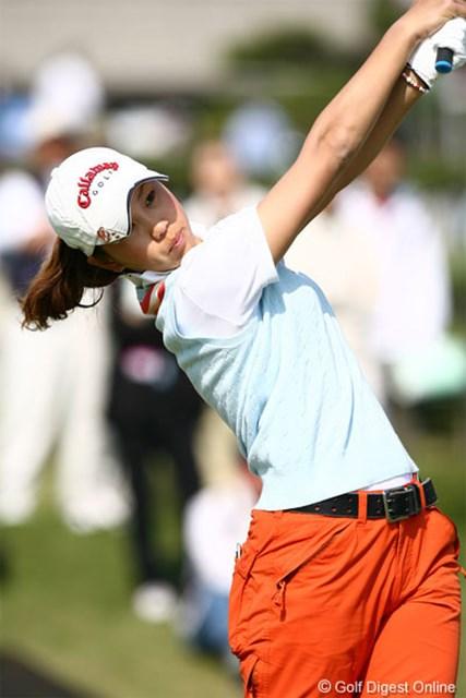 2006年 サロンパスワールドレディスゴルフトーナメント 初日 上田桃子 8バーディ、3ボギー、5アンダーをマークした上田桃子