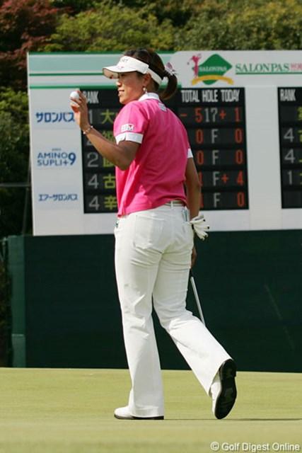 2006年 サロンパスワールドレディスゴルフトーナメント 3日目 大山志保 トップと5打差で単独トップに立った大山志保