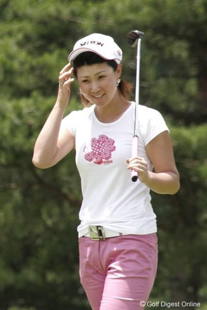 2006年 プロミスレディスゴルフトーナメント 2日目 古閑美保 この日カップに嫌われた古閑美保。7番のバーディパットもカップに蹴られこの表情