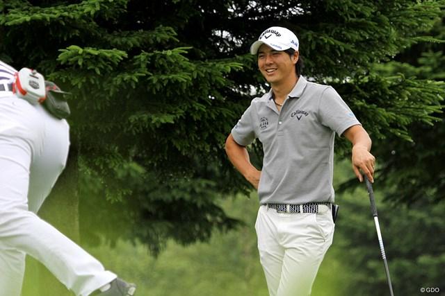 笑顔でプロアマ戦をプレーする石川遼