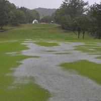 大雨によりステップアップツアーは初の競技不成立となった(大会事務局) 2018年 ECCレディス ゴルフトーナメント  最終日 北六甲カントリー倶楽部 東コース