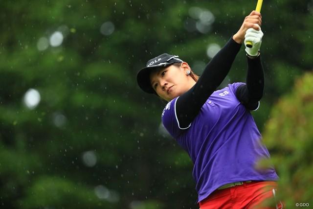 成田美寿々は雨にも負けず5位で最終日へ