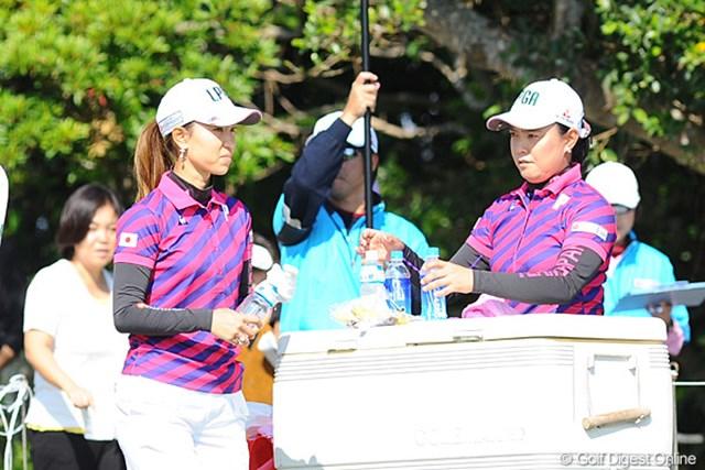 日韓対抗戦 キャプテンの斉藤さんは、ドリンク係りとしてチームをサポートしてはりました。やっぱり大人でんなァ