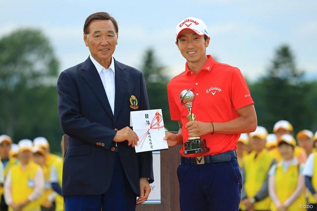 イーグル賞2つに、長嶋茂雄賞と根こそぎ副賞を獲得。