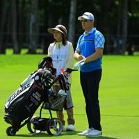 いつもハウスキャディさんが一緒ですが、キャディバッグを運ぶだけで、ゴルフのジャッジはいつも自分でしているイメージです。 2018年 長嶋茂雄招待セガサミーカップ 最終日 ブラッド・ケネディ