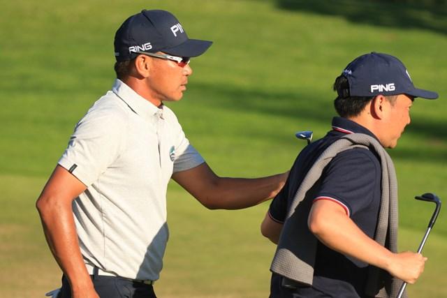 気合十分。24時間ゴルフの準備に余念がない塚田好宣