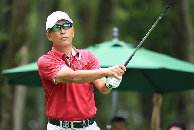 初日アンダーは2人だけ。1アンダー首位タイ発進とした白浜育男 ※写真提供:日本ゴルフ協会