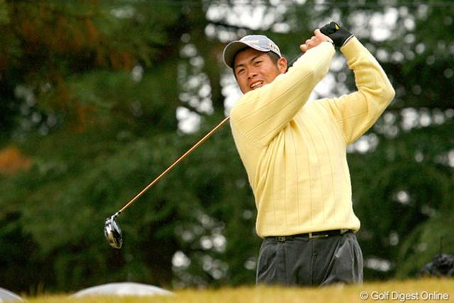 ショットを打つたびに歯を食いしばるような表情を見せる池田勇太