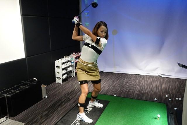 クラブや体の動きを計測してFWが当たらない原因を探る