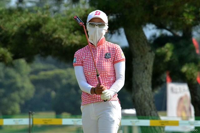 松田鈴英は紫外線を避けるため、マスクを着用しながら最終調整