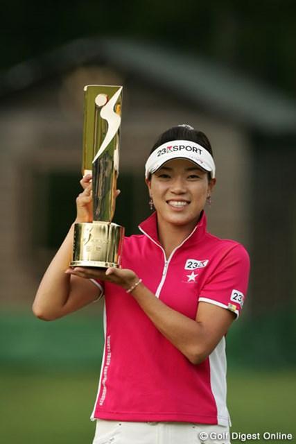 2006年 NEC軽井沢72ゴルフトーナメント 最終日 大山志保 2週連続、シーズン4勝目を果たした大山志保