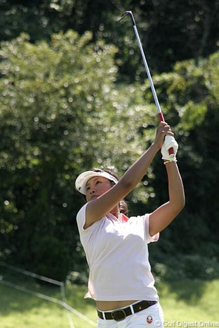 2006年 ヨネックスレディスゴルフトーナメント 初日 若林舞衣子 後半4連続バーディを奪い3アンダーの2位タイで初日を終えたアマチュアの若林舞衣子