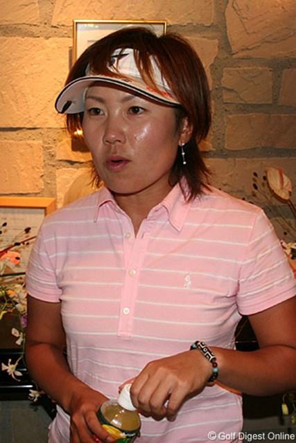 2006年 ヨネックスレディスゴルフトーナメント 初日 西川みさと 3アンダー2位タイにつけた西川みさと。学生時代からのライバル大山に食らいついていけるか!?