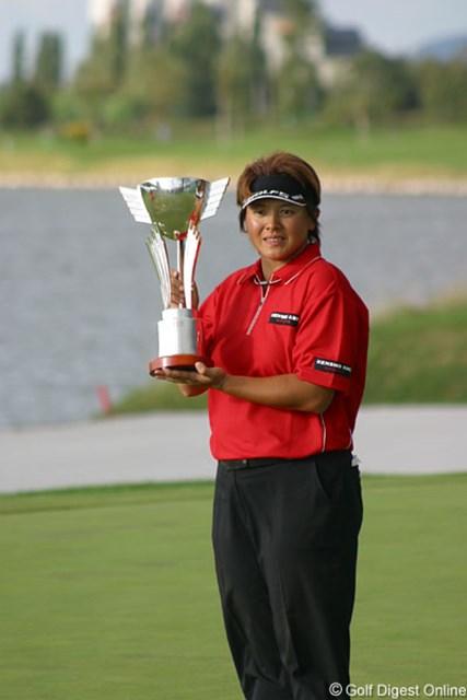 2006年 ゴルフ5レディスプロゴルフトーナメント 最終日 魏ユンジェ 2003年以来のツアー2勝目を達成した魏ユンジェ