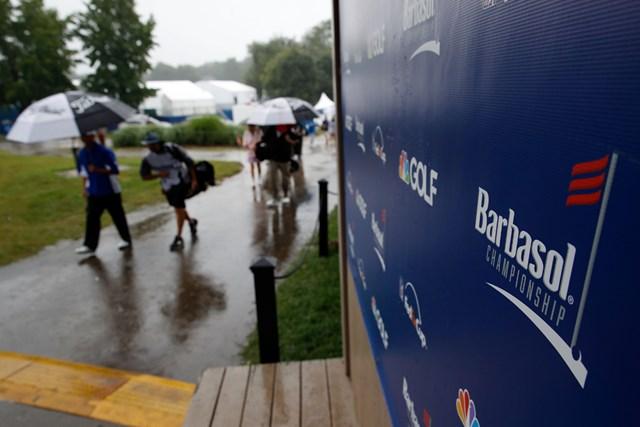 悪天候により順延へ。大会はマンデーフィニッシュが決まった (Andy Lyons/Getty Images)