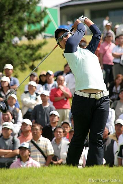 2006年 ミヤギテレビ杯ダンロップ女子オープンゴルフトーナメント 2日目 宮里藍 中盤スコアを崩し苦しい展開となった宮里藍。最終18番でバーディを奪い2位タイ