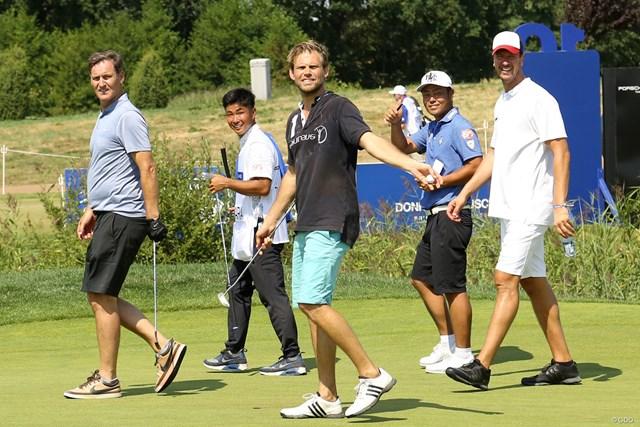 2018年 ポルシェ ヨーロピアンオープン 事前 谷原秀人 谷原秀人はアスリートチームでプロアマ。テニスのノバチェク(左)、ホッケーのフュルスト(中)、ハンドボールのヘンス(右)と回った