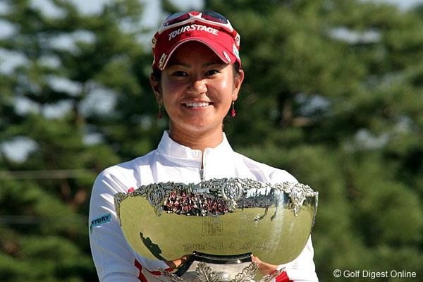 宮里藍が国内女子ツアーで3連勝!横峯さくらは12位タイ