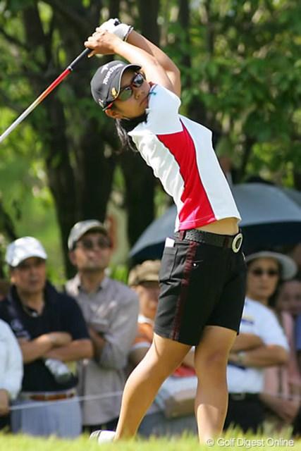 2006年 日本女子オープンゴルフ選手権競技 初日 宮里藍 目標の1アンダーでラウンドしてきた宮里藍。首位と2打差の好位置につけた