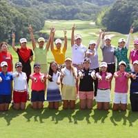 プロテストに合格した21人の満面の笑み 国内女子ツアー プロテスト 最終日 合格者