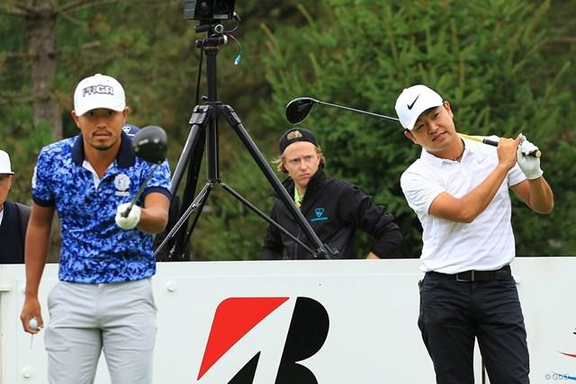 時松隆光(右)は小平智と開幕前日の練習を行った