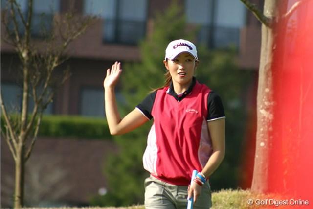 2006年 伊藤園レディスゴルフトーナメント 初日 飯島茜 この15番で3連続バーディを決めた飯島茜。3アンダー5位タイとまずまずのスタート