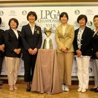 「日本女子プロ選手権」の会見に臨んだ李知姫(右から3番目)と、LPGA小林浩美会長(写真左から3番目) 2018年 日本女子プロ選手権大会コニカミノルタ杯 事前 記者発表