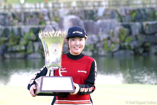 2006年 伊藤園レディスゴルフトーナメント 最終日 辛ヒョンジュ 逆転でツアー2勝目を果たした辛ヒョンジュ