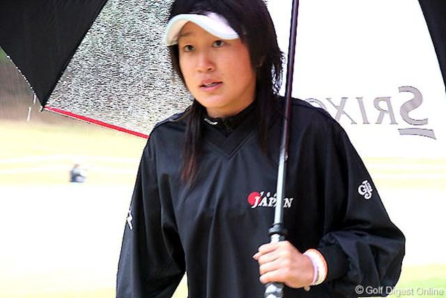 2006年 大王製紙エリエールレディスオープン 2日目 藤本麻子 将来の目標を聞かれると「プロになって、今まで自分にかけてくれたお金を返したい」という藤本。