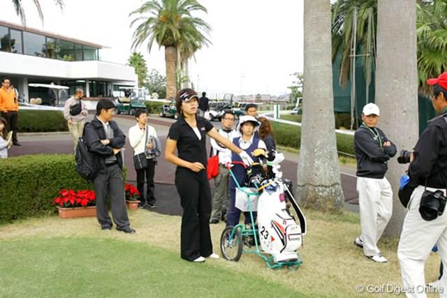2006年 LPGAツアーチャンピオンシップリコーカップ 事前 大山志保 練習ラウンドにスタートする大山志保