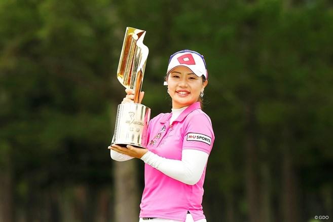 黄アルムが今季2勝目 「64」の松田鈴英が3位