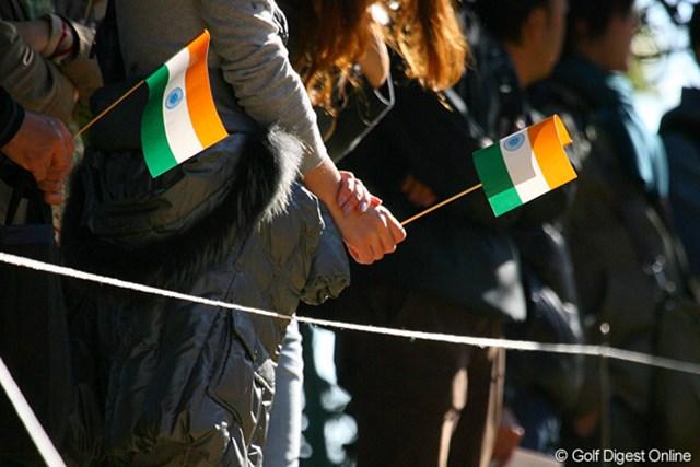 J.M.シンのいる最終組にはインドの国旗を持った応援団が