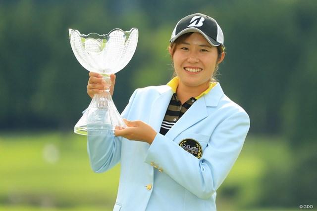 ルーキーの大里桃子がツアー初優勝を飾った