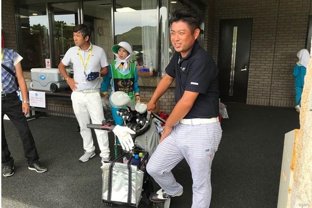 愛用する電動カートとともに…池田勇太は芥屋で連覇を狙う