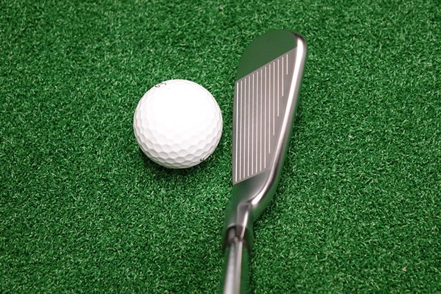クセがなく、アスリートゴルファーが構えやすいヘッド形状