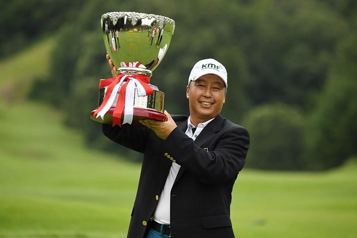 逃げ切りで日本シニアツアー初勝利を飾ったパク・ブーウォン(大会提供画像) パク・ブーウォン