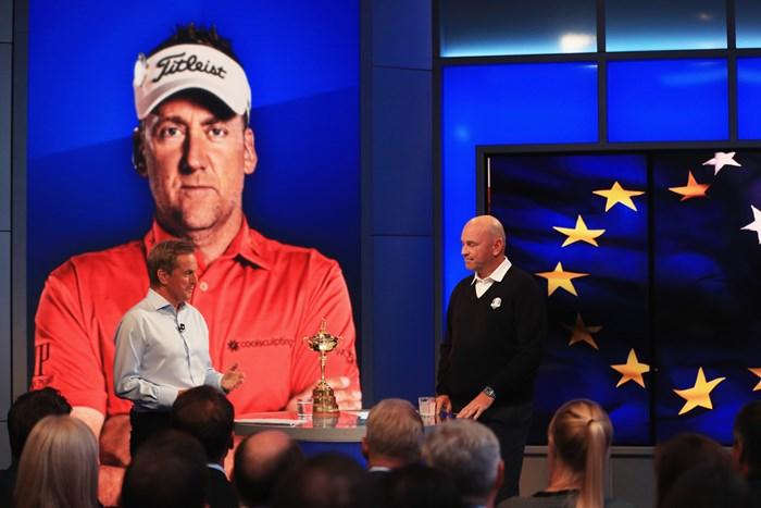 イアン・ポールターら4人のキャプテン推薦を発表した欧州選抜のトーマス・ビヨーン主将(右)(Andrew Redington/Getty Images) 欧州選抜のトーマス・ビヨーン主将