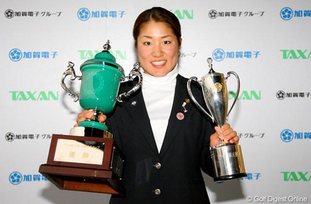 2009年 LPGA新人戦 最終日 藤本麻子 今年の新人戦を制したのは藤本麻子。さくら、桃子ら名だたる歴代優勝者に名を連ねた