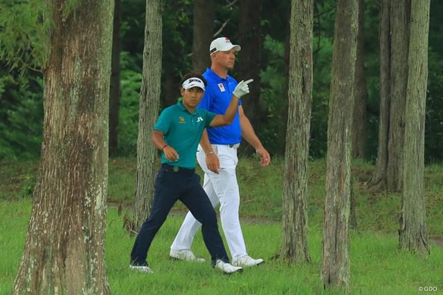 ゴルフって不公平だよねぇ。こんな体格差で戦わなきゃイケナイんだから。