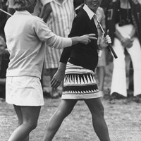 樋口久子は当時のゴルフ界のファッションリーダーでもあった(David Ashdown/Keystone/Hulton Archive/Getty Images) 1976年 欧州女子選手権 最終日 樋口久子